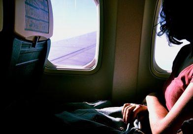 Pirmoji tolima kelionė lėktuvu: ko gali prireikti?